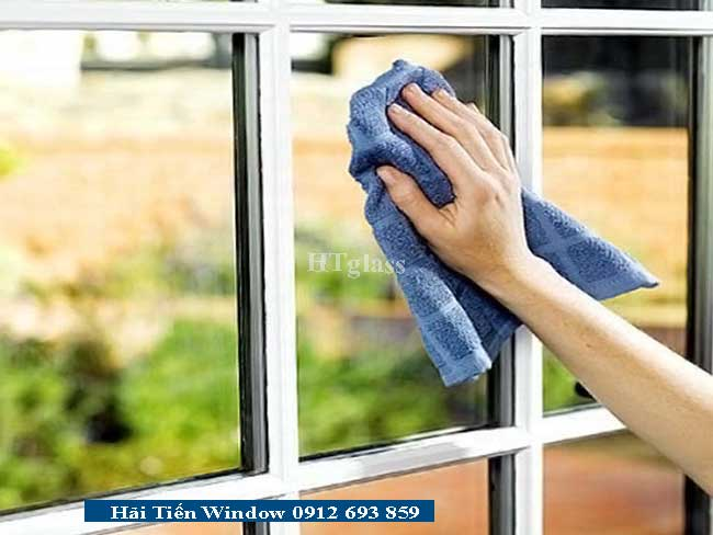 Cách vệ sinh cửa nhôm kính dễ dàng và nhanh chóng
