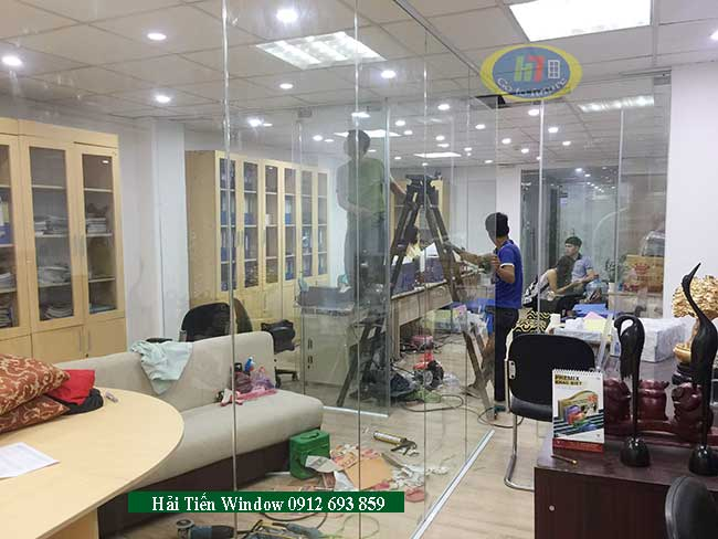 Vách và cửa kính cường lực cao cấp tại Yên Nghĩa đầu năm 2019
