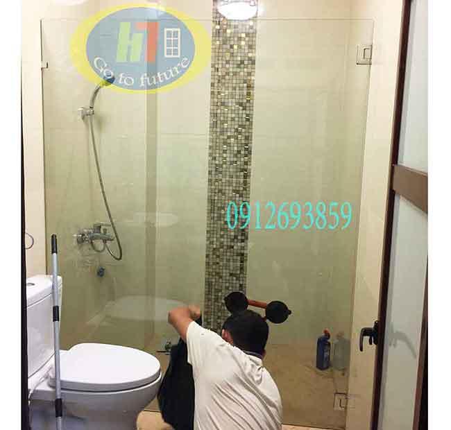 Vách kính phẳng cho phòng tắm đẹp