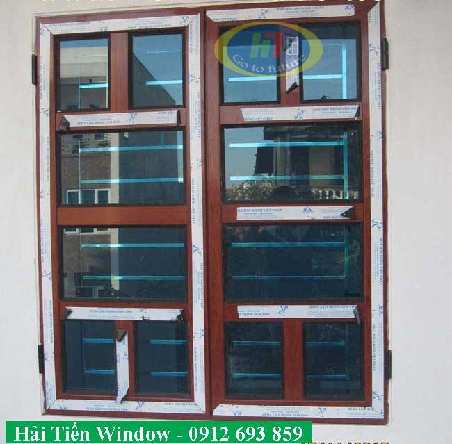 Mẫu cửa nhôm giả gỗ chia đố kính an toàn
