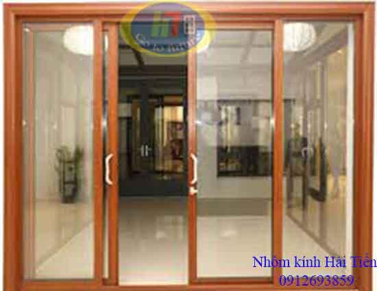 Mẫu cửa nhôm Xingfa trượt đẹp màu vân gỗ