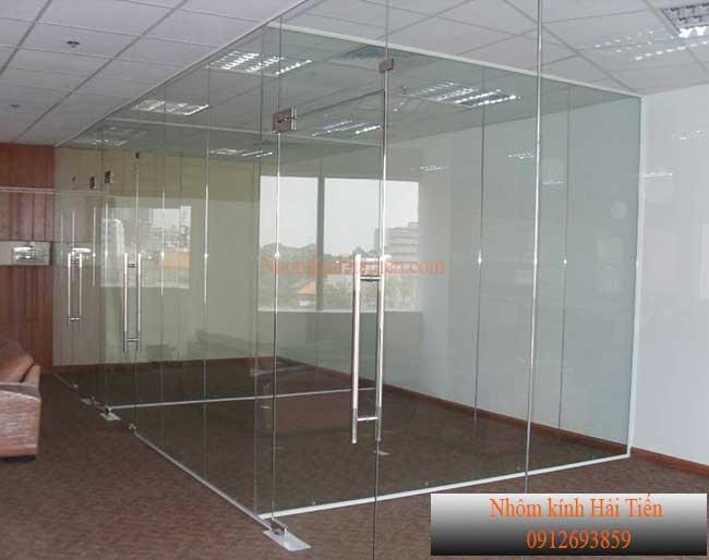 Cửa và vách kính văn phòng giá rẻ