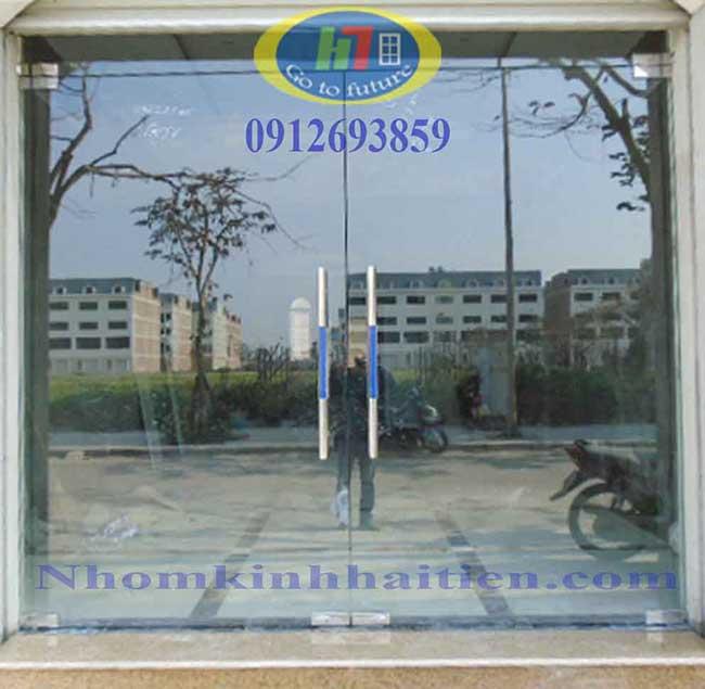 Cửa kính thủy lực thi công tại Hòang Quốc Việt