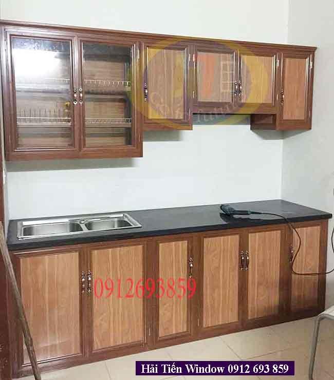Tủ bếp nhôm giả gỗ nhạt làm sáng khu bếp