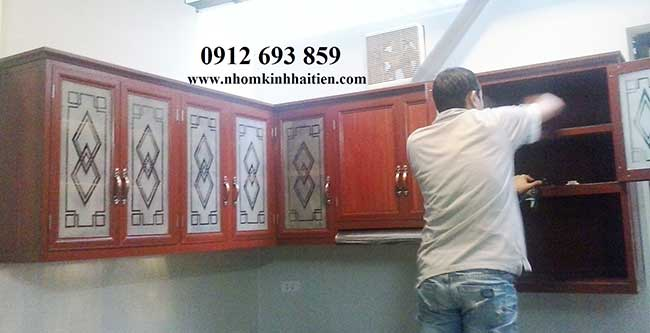 Tủ bếp nhôm vân gỗ mầu nhạt