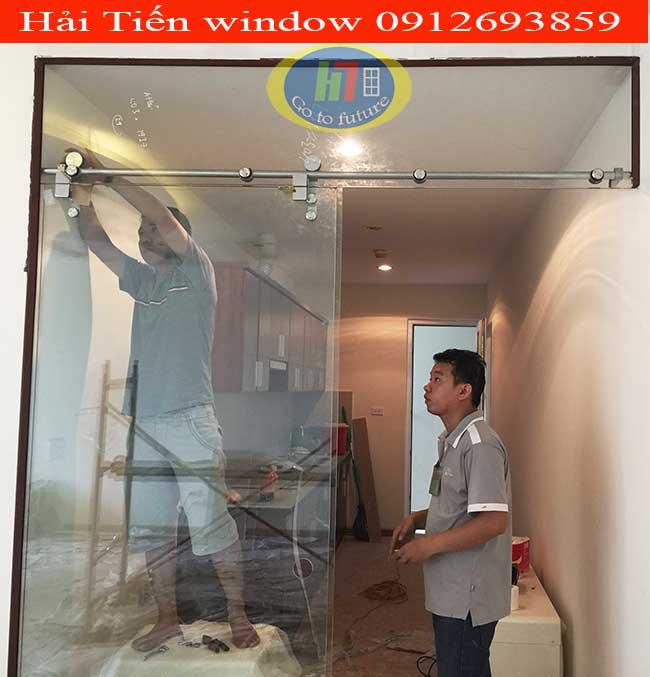 Cửa kính cường lực lùa treo đẹp thi công tại Hồ Linh Đàm