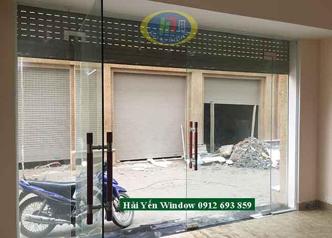 Cửa kính cường lực 2 cánh 3 vách bên thi công tại Mỗ Lao