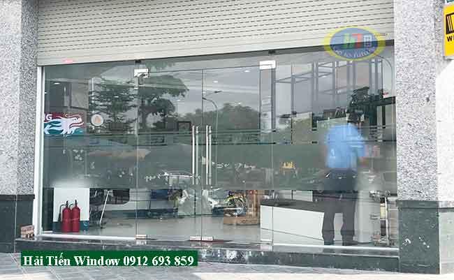 Cửa kính cường lực 10mm thi công tại Hà Đông