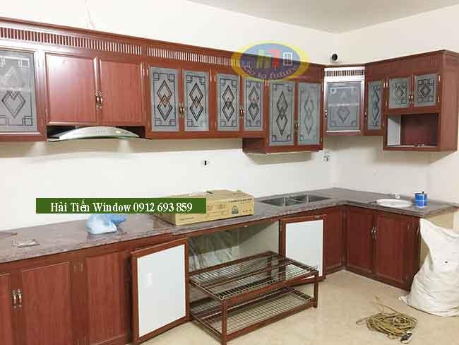 Thi công tủ bếp đẹp màu vân gỗ cho công trình tại hồ linh đàm