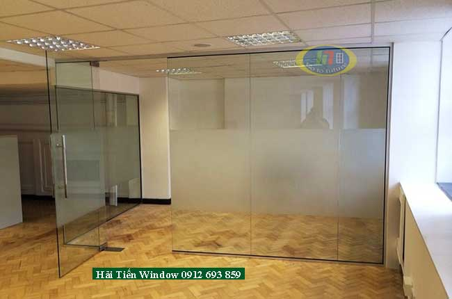 Cửa kính và vách văn phòng công ty giá rẻ