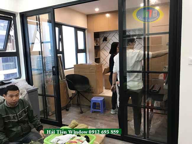 Cửa nhôm Việt Pháp mở lùa màu đen đố giữa sang trọng