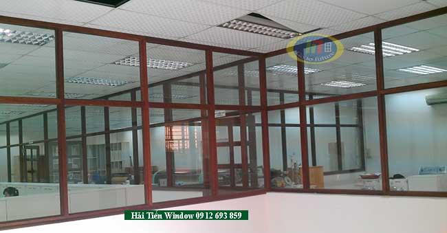 Vách ngăn khung nhôm và kính văn phòng