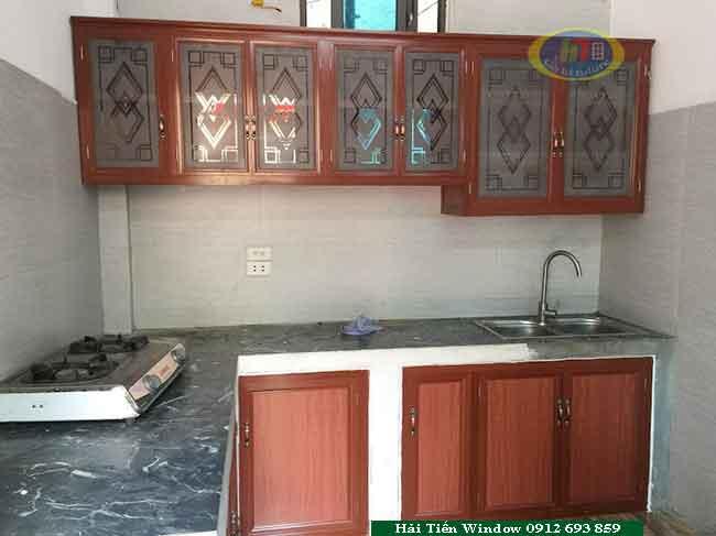 Tủ bếp nhôm thịnh hành màu vân gỗ truyền thống