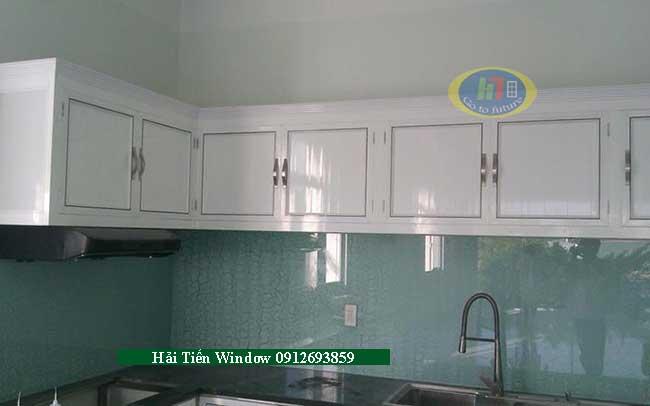 Mẫu tủ bếp nhôm trắng sứ sang trọng chữ L