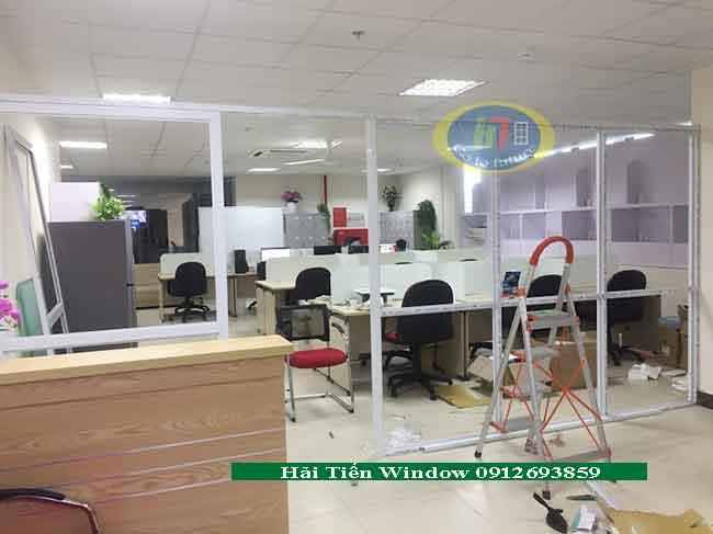Vách nhôm kính ngăn văn phòng đẹp 650k