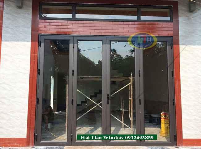 Mẫu cửa nhôm màu ghi hệ 4500 thi công tại Văn QUán