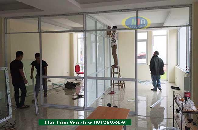 Mẫu vách ngăn khung nhôm kính cho văn phòng đẹp