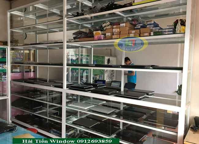 Mẫu tủ bày bán hàng máy tính laptop nhôm kính giá rẻ