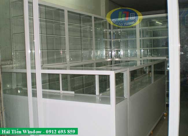 Cửa kính khung nhôm trắng sứ thi công cho nhà thuốc