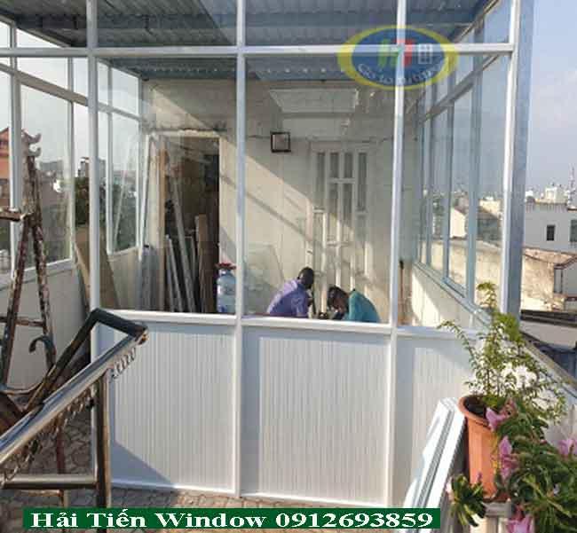 Vách ngăn nhôm kính lắp đặt tại tầng thượng căn nhà